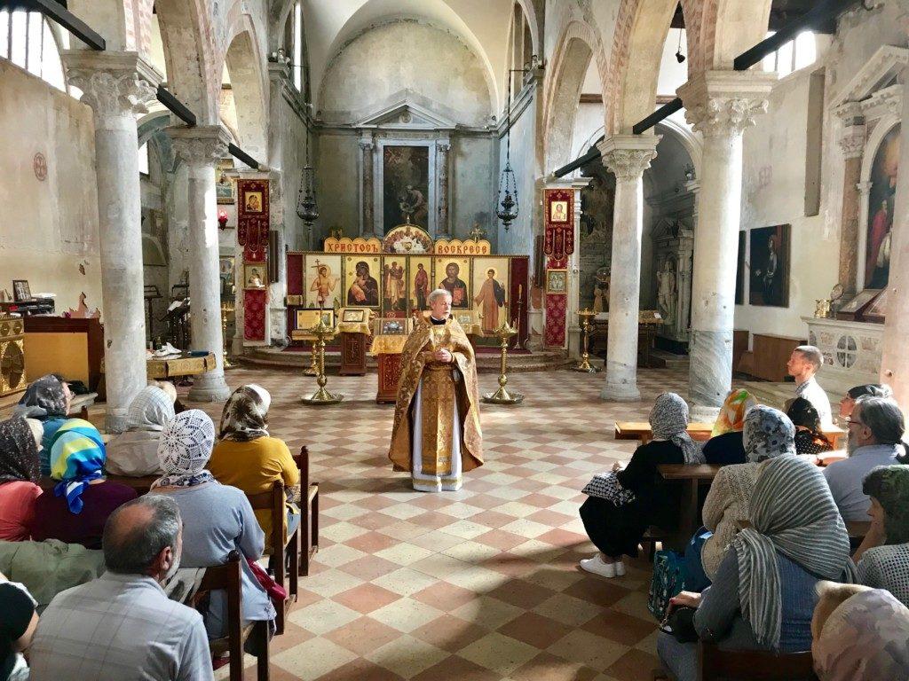 Собрание прихожан прихода Св. Жен-Святых Мироносиц